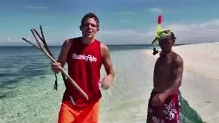 Camiguin, Mantigue Island - Sea Urchin Hunting (BecomingFili...