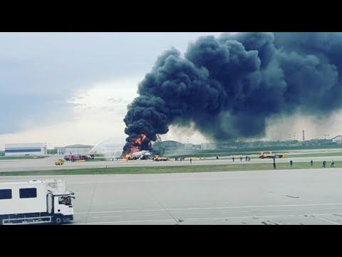 Горящий самолет приземлился в аэропорту Шереметьево