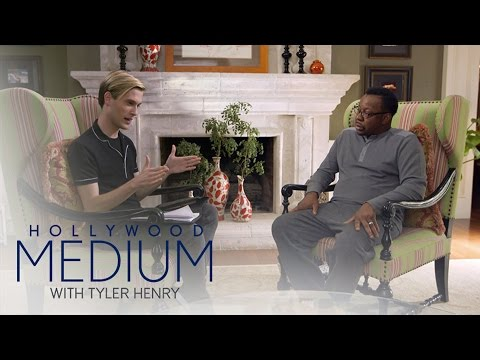 Tyler Henry Makes Contact With the Late Whitney Houston | Hollywood Medium with Tyler Henry | E!