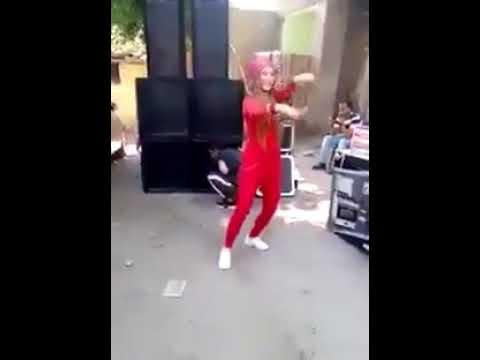 """فتاة ترقص بـ""""سنجة"""" فى فرح شعبى تثير الجدل فى مصر thumbnail"""