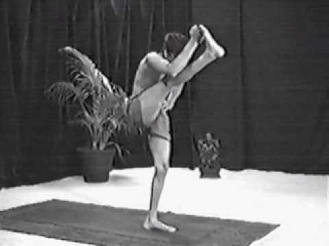 R. Sharath Jois & Shri K. Pattabhi Jois - Ashtanga Yoga Primary Series Demo, Part 1