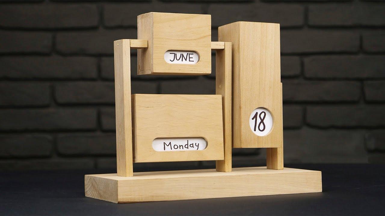 72902476fe74 DIY Endless Calendar from Wood