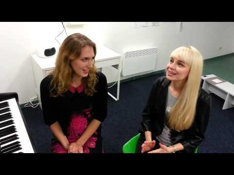 Lithuanian girls singing tamil song. Nenjukkul Peidhidum-Vaaranam aayiram