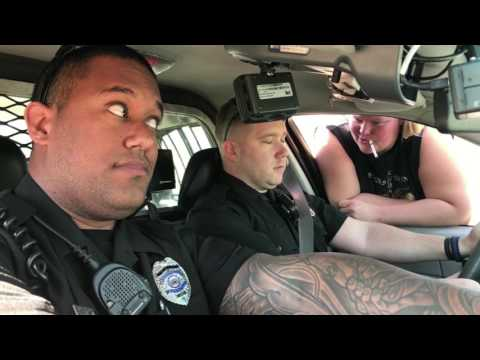 woman forces cop to take her on date during routine traffic stop