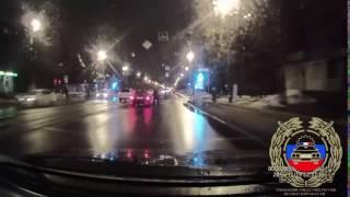 в Твери пьяная женщина, выскочившая из машины посреди проезжей части, угодила под колёса