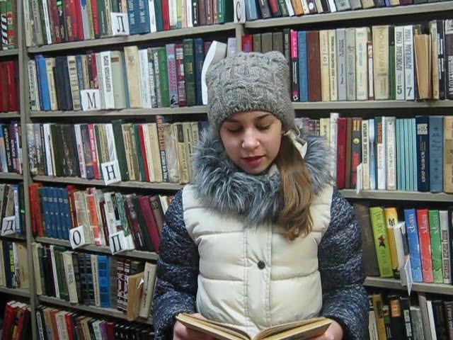 Изображение предпросмотра прочтения – АннаМалькова читает произведение «Весенний день прошел без дела» А.А.Блока