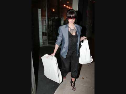 Kim Kardashian Shopping in Beverly Hills - 011509 - PapaBrazzi Report