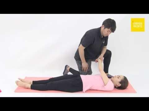 36三角筋肩甲棘部のストレッチ指導法