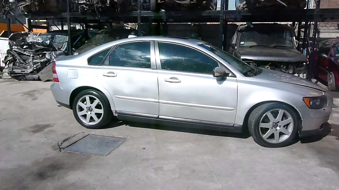 2005 Volvo S40 T5 Stripping for parts - YouTube