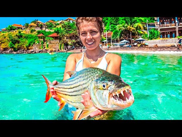 Ловим рыбу на Бали. Рыбалка не для слабонервных. Пляжи Бали без карантина. Снорклинг в Амеде