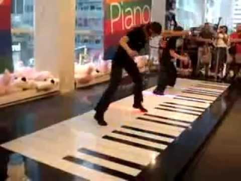 Dracula sound en piano gigante