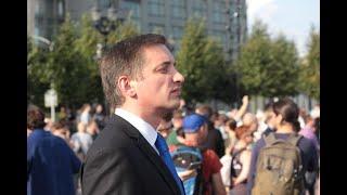 Корреспондент «России 1» вновь пришел на акцию протеста. Люди опять его окружили и не давали снимать