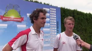Jan Hernych a Zdeněk Kolář po výhře v prvním kole deblu na turnaji Futures v Pardubicích