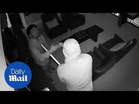 Robbers high-five after successfully stealing TV from Texas home - Daily Mail