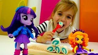 Куклы Эквестрия Герлз готовят роллы. Литл Пони - Игрушки Пони - Мультики для девочек