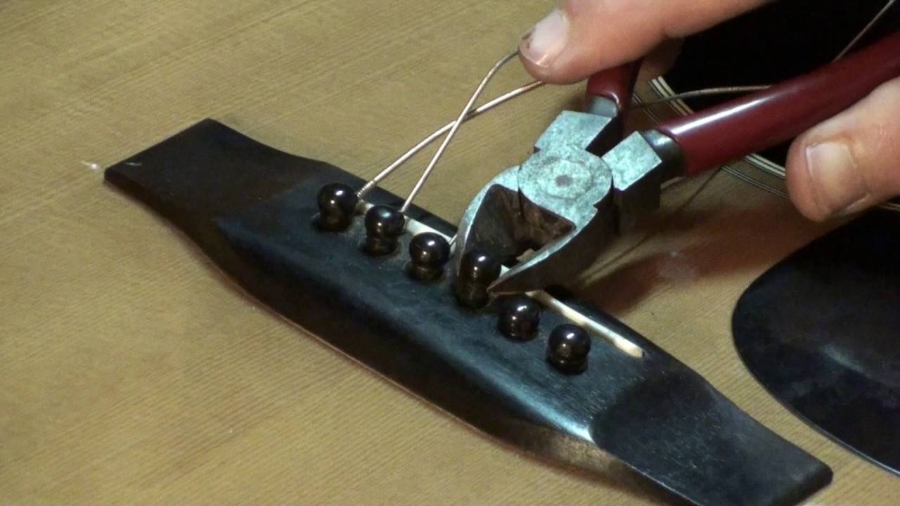 tips for removing bridge pins on acousric guitar by randy schartiger quick clip tips youtube. Black Bedroom Furniture Sets. Home Design Ideas