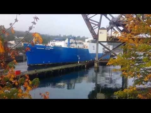 Northern Victor enters Seattle's Ship Canal