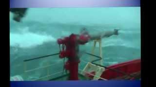 Сильный шторм в океане
