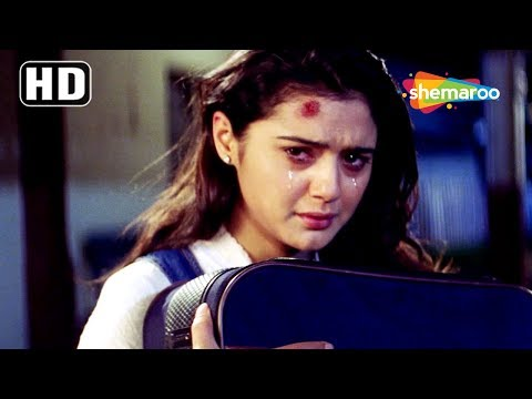 Priety Zinta famliy get her back home scene from Kya Kehna - Anupam Kher - Best Hindi Movie