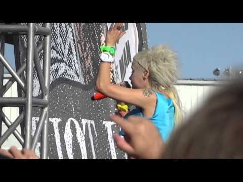 """Die Antwoord - """"Baby's On Fire"""" - LIVE in TORONTO @ Riot Fest"""