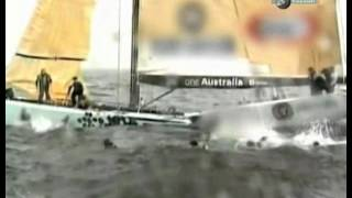 Яхта сломалась пополам