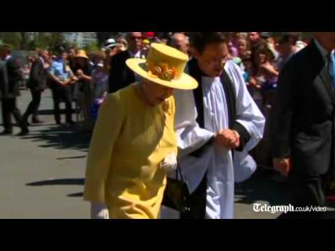 Queen attends church amid Australian cheering crowds