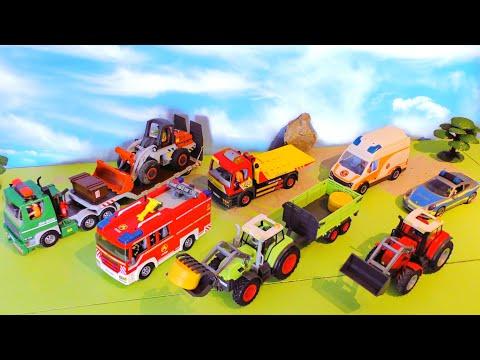 trecker-unfall-&-feuer-auf-der-baustelle---rettungsaktion---feuerwehr,-krankenwagen-&-bagger-tractor