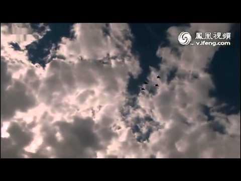 八一飞行表演队莫斯科首秀:4机横滚低空通场