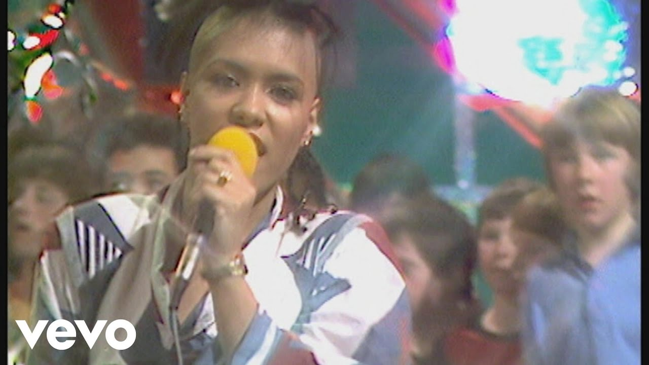 bow-wow-wow-i-want-candy-razzmatazz-1982-bowwowwowvevo
