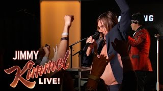 "Iggy Pop Performs ""Lust For Life"""
