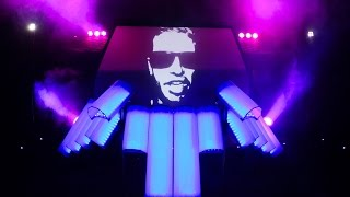 Drummer invents a new way to DJ - (AFISHAL)