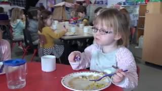 D 03128   Nursery Lunch