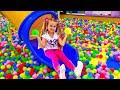 روما وديانا يلعبان مع ماما – ملعب داخلي ممتع للأطفال