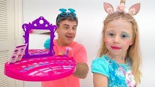يتعلم كيفية استخدام مستحضرات التجميل بشكل صحيح للأطفال Stacy and papa
