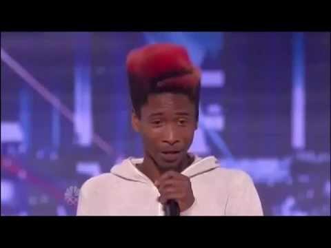 Видео: Парень танцует как будто он без костей