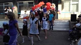 Первый звонок 2017-2018 уч. года, в Хлебодаровской школе. (Выход первоклашек)