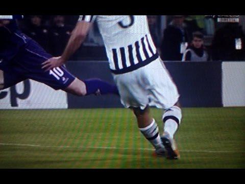 Juventus Fiorentina 3 1 - Chiellini episodio fallo da rigore su Bernardeschi.