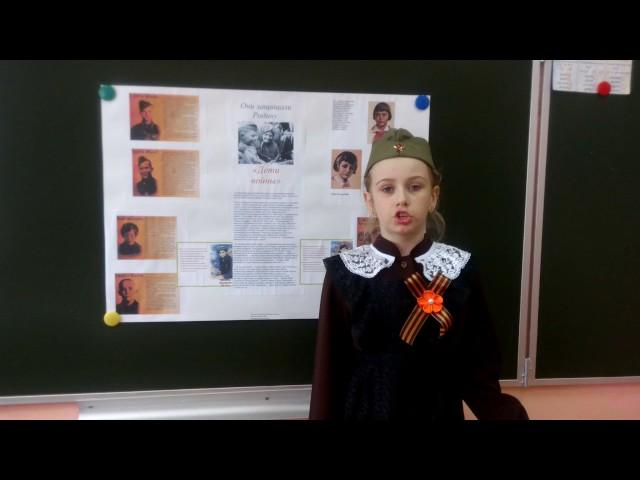 Изображение предпросмотра прочтения – ЕкатеринаВиноградова читает произведение «Майор привез мальчишку на лафете» Б.Ш.Окуджавы
