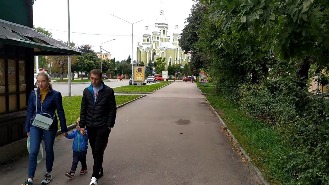 Дрогобич 2021: вулиця Грушевського від центру в напрямку вокзалу повз коледж нафти і газу