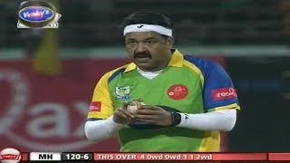 Mohanlal First bowling Makes Audience Crazy
