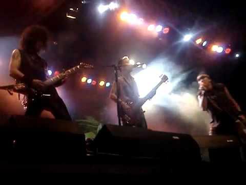 BOOMERANG-KAWAT BERDURI ( LIVE )