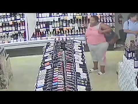 Mujer roba 18 botellas de bebidas alcoholicas entre sus ropas y su bolso