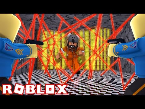 ROBBING A BANK IN ROBLOX!!!!