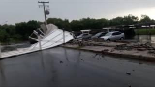 Chuva causa destruição em Goiânia