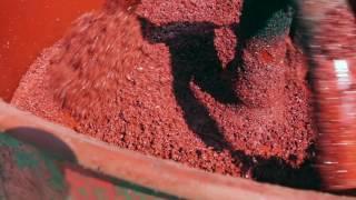 Как производится укладка резиновой крошки
