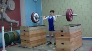 Шумихин Артур, 10 лет, св 28 3 Толчок с плинтов 32 кг на 2 раза