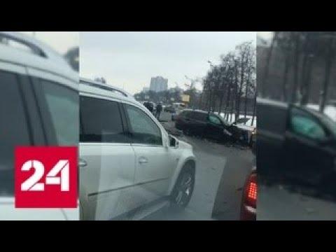 Уходивший от столкновения водитель устроил массовое ДТП на Кутузовском проспекте - Россия 24