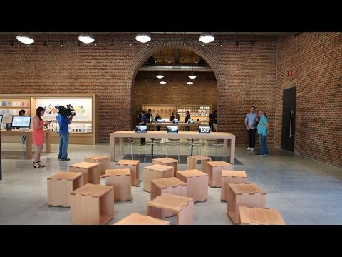 Inside Brooklyn's first Apple Store