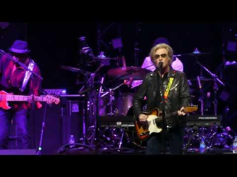 """Family Man"" Daryl Hall & John Oates@Verizon Center Washignton DC 6/26/17"