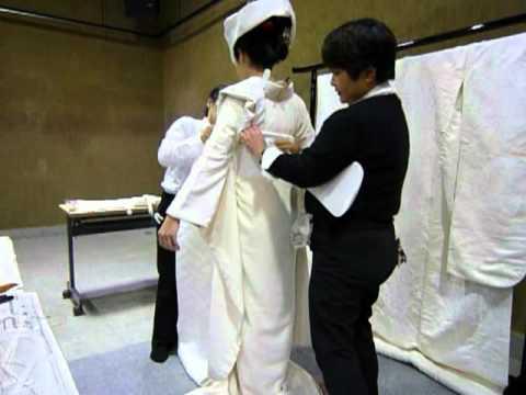 Japanese bridal kimono: 白無垢